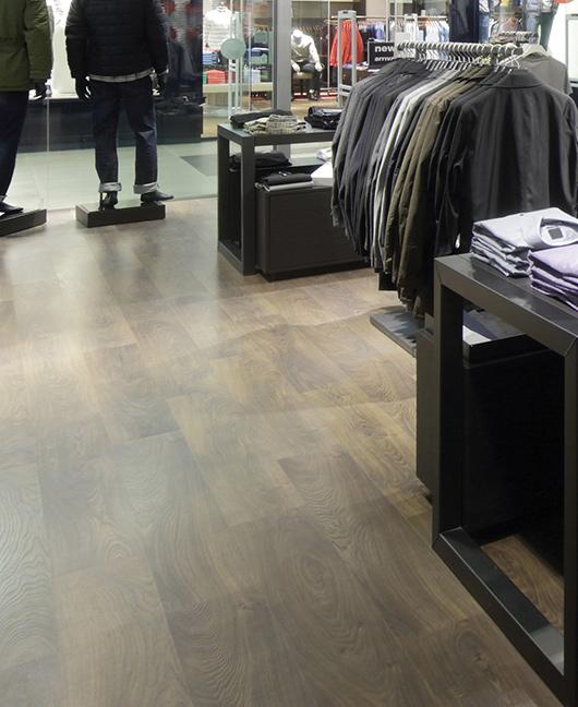 Non rinunciare all'estetica: scegli i pavimenti in PVC per la tua attività